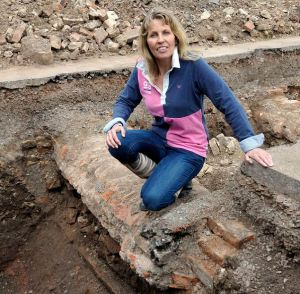 Pictured Phillipa Langley. Archeologists believe they have found the remains of King Richard The 3rd. The dig is taking place in a car park in Leceister. The site is believed to be the long lost, Medevile Church Of The Grey Friars, The last know resting place of King Richard III. Leicester, England. CODE: 362255 www.expresspictures.com Express Syndication +44 (0)20 8612 7884/7903/7906/7661 +44 (0)20 7098 2764